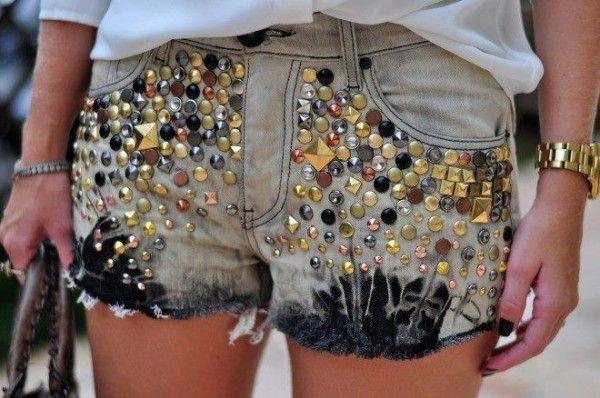 short jeans tachas
